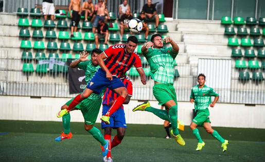 Cornellà i Gavà es van jugar el passi a la final als penaltis / FOTO: Javi Borrego