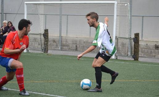 Sergio Navarro va estar inspirat contra el Martinenc i va fer tres gols / FOTO: Dani Falcón