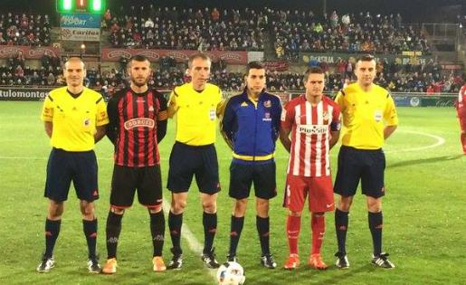 Capitans i tripleta arbitral, abans de l'inici del Reus-Atlético // FOTO: Jordi Mestres Rius