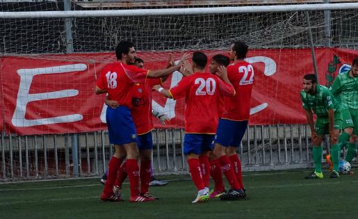 El Martinenc va celebrar el gol contra el Cornellà que va certificar la classificació // FOTO: Marc Santaeugenia