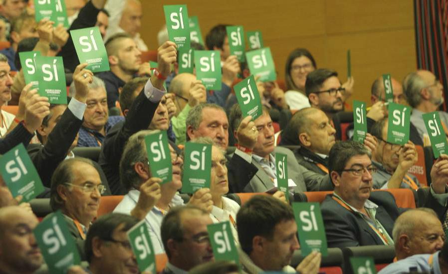 400 clubs catalans de futbol desitgen que aquesta imatge passi al arxiu i desitgen 'Vot secret'. La Federació passa // FOTO: Alex Gallardo