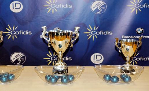 Els trofeus en joc a la Copa Baix Llobregat // FOTO: UE Cornellà