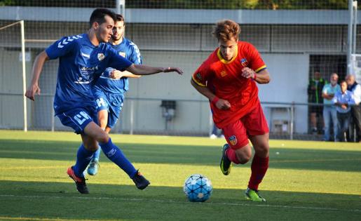 El Martinenc va golejar la Uni a la Feixa Llarga // FOTO: Dani Falcón
