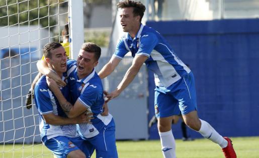 Els jugadors de l'Espanyol B van trigar a celebrar el triomf a Cambrils // FOTO: RCD Espanyol