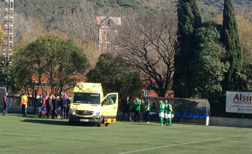 Quim Ferrer, de UE La Jonquera, evacuat a l'hospital // FOTO: @AliciaCornella