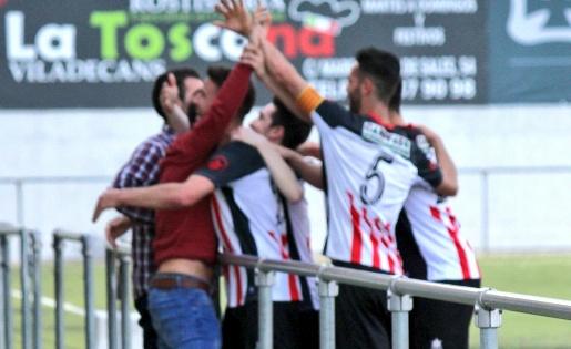 El Viladecans torna a engarxar-se a la lluita per la promoció // FOTO: Twitter UD Viladecans