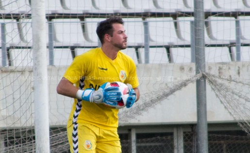 El porter riberenc Adrià Aliaga ha estat expulsat a l'última jornada del any // FOTO: @Mark_SplashFoto