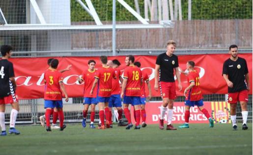 El Martinenc, celebrant un dels dos gols a l'Hospi // FOTO: Àlex Gallardo