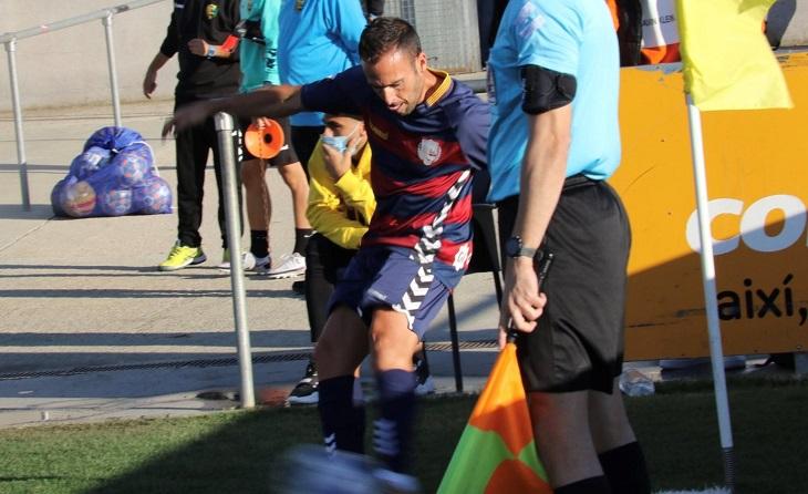 Tot un referent del futbolcat torna a estar en els terrenys de joc // FOTO: UE Llagostera