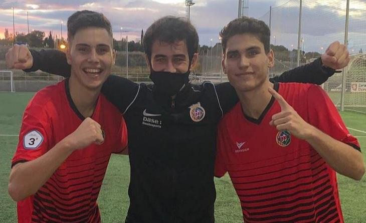 Jordi Martín (autor del gol, a l'esquerra), Pablo Jover (preparador físic) i Aarón García // FOTO: Cerdanyola FC