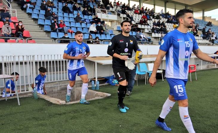 Andrés Díez no pot passar pàgina del 0-7 sofert aquest passat diumenge, però ja mira a Cerdanyola // FOTO: UE Figueres