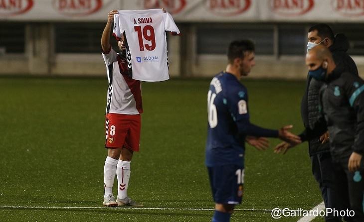 Recordatori de Canario, autor del primer gol, per a J.Salva en el xoc enfront de l'Espanyol B // FOTO: @GallardoPhoto