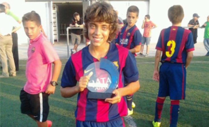 Gabri, amb un trofeu a la seva etapa al FC Barcelona // FOTO: Arxiu personal