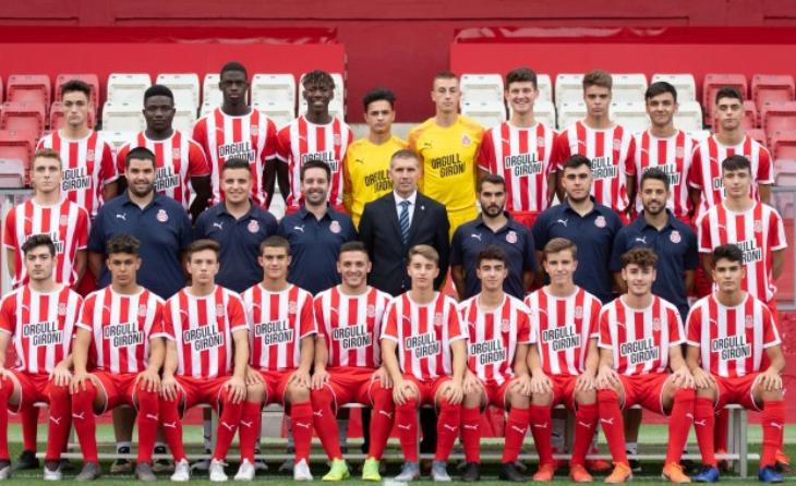Gabri, el primer per la dreta a la primera filera, a la plantilla del Juvenil B del Girona 2019-2020
