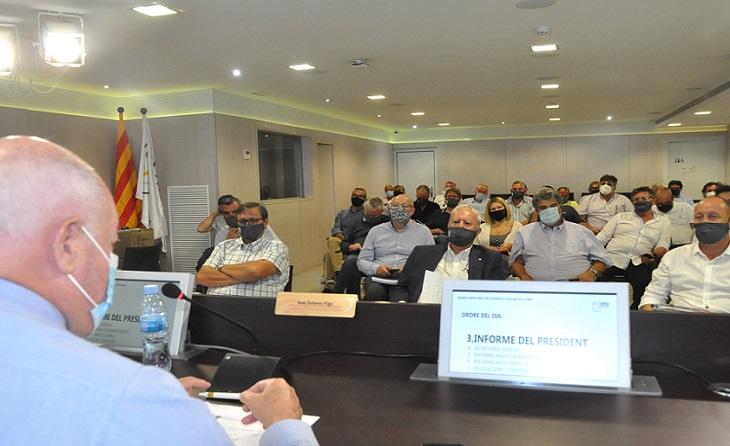 Última reunió de junta directiva i màxima tensió al carrer Sicília // FOTO: FCF