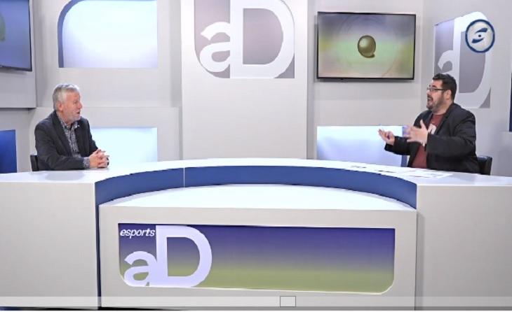 El Delegat de la Federació Catalana (FCF) per al Penedès-Garraf, Manel Durán, amb Xavi Fernández (Canal Blau TVB)