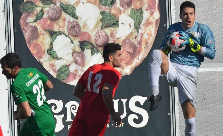 El porter de la UE Sants Oriol Antonell no va poder impedir el triomf d'un Cerdanyola pletòric // FOTO: Cerdanyola FC