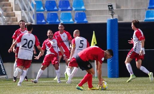 Els jugadors de l'Hospi celebren el gol de l'ascens