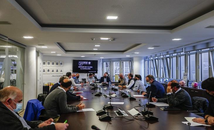 Reunió d'una representació de clubs de Primera Catalana amb la Federació // FOTO: FCF