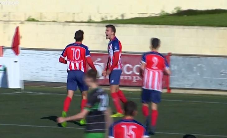 Eslava marca el segon gol del partit, segon per al Vilassar enfront de la UE Sants