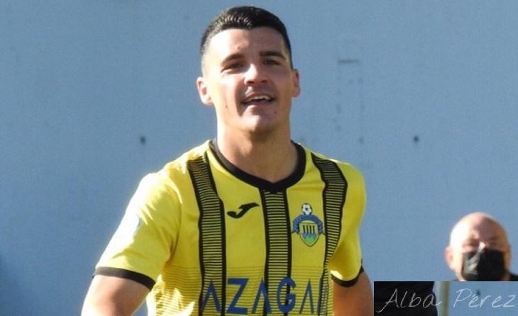 L'irundarra Ion Vázquez, amb el seu potent xut de mitja distància, ha sostingut a un equip que es nega a donar-se per vençut. // FOTO: @peQe_89