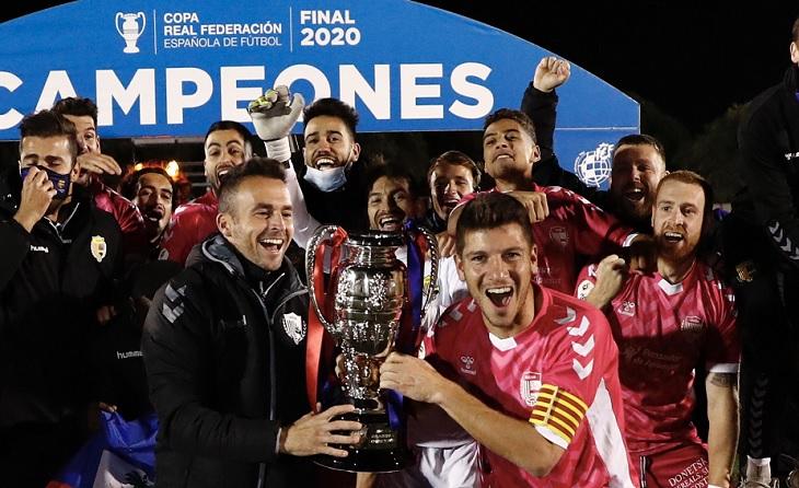 L'alegria s'ha derbodat en l'expedició d'un Llagostera que ara lluitarà la Copa del Rei // FOTO: FCF