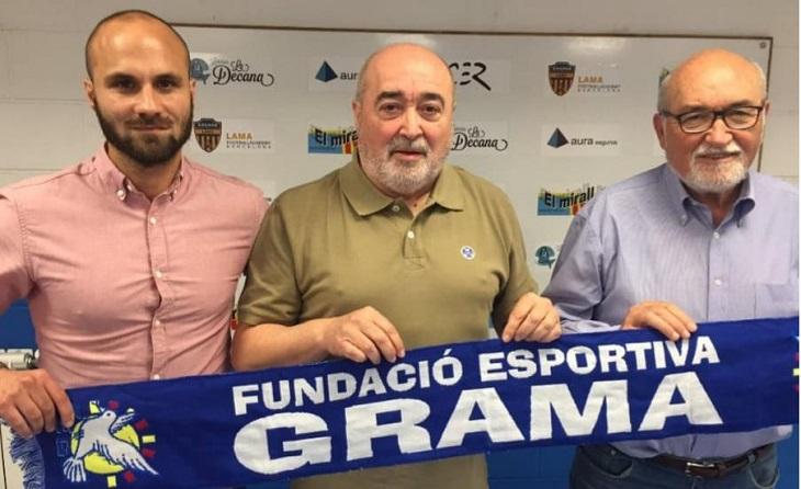 Toni Pérez amb el president de la FE Grama, Antonio Morales, i el vicepresident Manolo García // FOTO: FE Grama