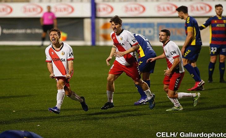 El riberenc Adrià Carmona va arreglar la situació del seu equip amb el 2-2 // FOTO: Álex Gallardo