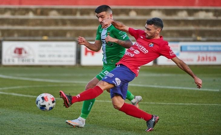 Agus Medina va col·locar el 2-2 en el marcador en el minut 80 del partit // FOTO: UE Olot