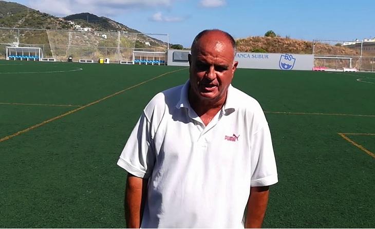 El nostre malmès Josep Pascual 'Cano' protegeix des del cel al seu Blanca Subur // FOTO: futbolcatalunya