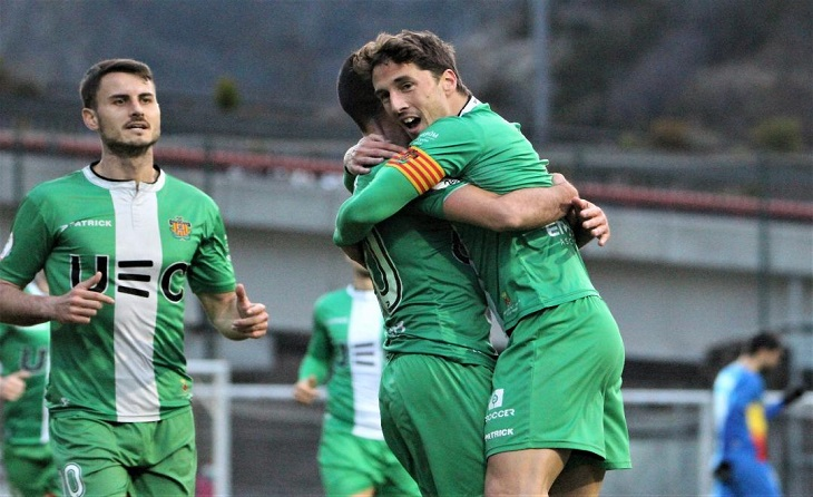 Alegria total en l'equip després dels tres punts que col·loquen als verds a la sisena plaça // FOTO: UE Cornellà