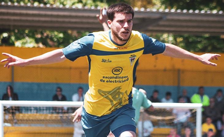 Nil Puigmacià és un dels futbolistes referents del conjunt dirigit per Luis Gallego // FOTO: EE Guineueta