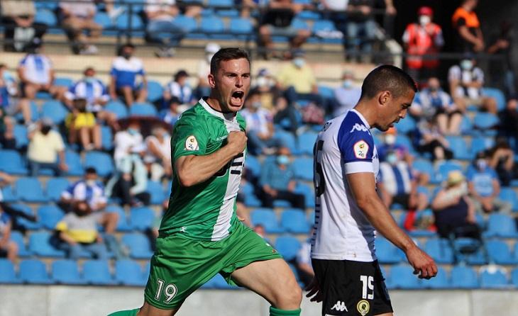 Gol inoblidable per a Borja García en el temps d'afegit de la primera part // FOTO: UE Cornellà