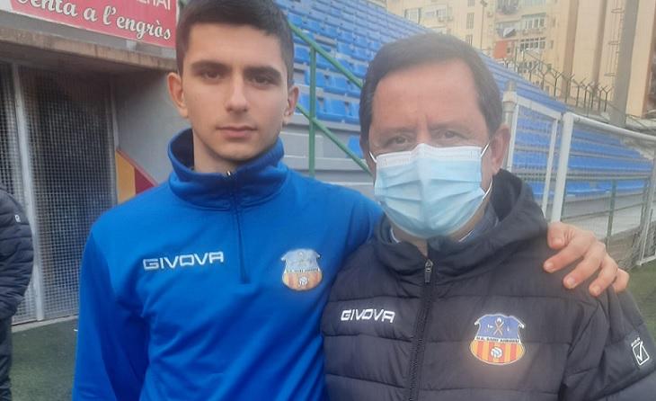 Francesc i Sergi Vives, oncle i nebot, delegat i futbolista, una parella guanyadora per al conjunt andreuense // FOTO: Eduardo Berzosa