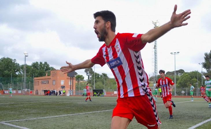 Dos gols de Jordi Prades 44' i 89' li donen tres punts d'or al Valls enfront del Sants // FOTO: El Travesser