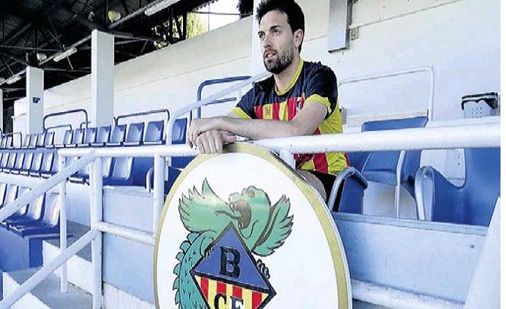 Pau és el president del Banyoles i jugador del seu natal Fontcoberta de futbol sala // FOTO: Ramon Filell