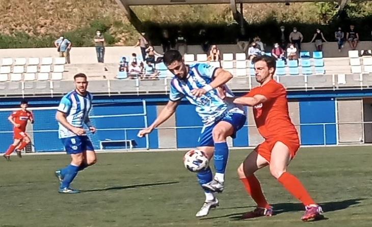 Eric Pimentel 'Pime', jugador fonamental aparia el seu equip i per al seu president Teixidor // FOTO: CE Banyoles