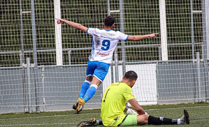 El potablava Víctor Bertomeu ha anotat el segon gol del conjunt de Pedro Dólera // FOTO: AE Prat
