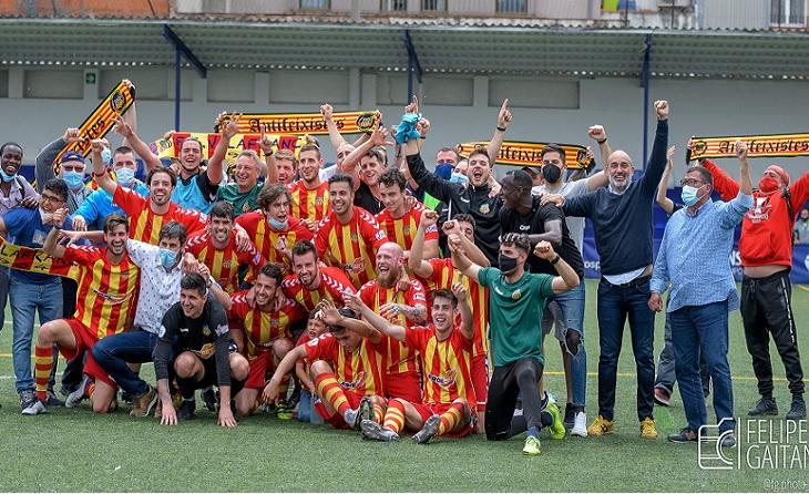 El Vilafranca va viure a Graniollers un triomf que li val per a ficar-se a la 2a RFEF encara que haurà d'esperar // FOTO: Felipe Gaitán/Vilafranca