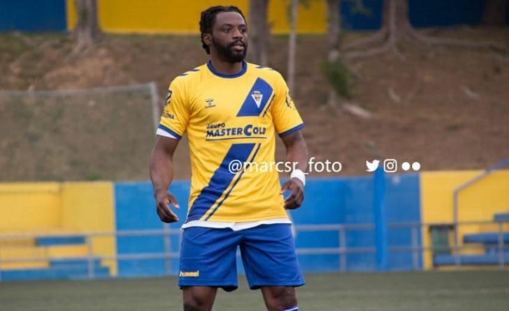 Un dels crack d'aquesta EE Guineueta és el seu golejador nigerià Onaiam Godbless // FOTO: marcsr_foto