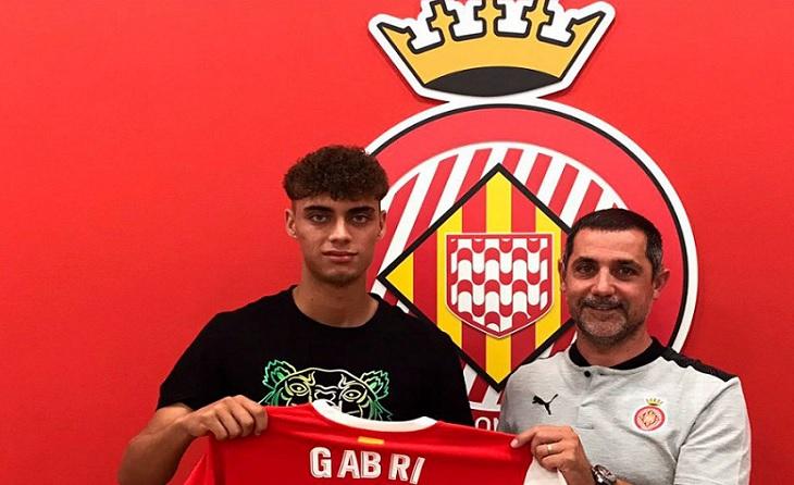El jugador de Sant Fost de Campsentelles, encara en edat juvenil, ha renovat fins 2026 // FOTO: Girona FC