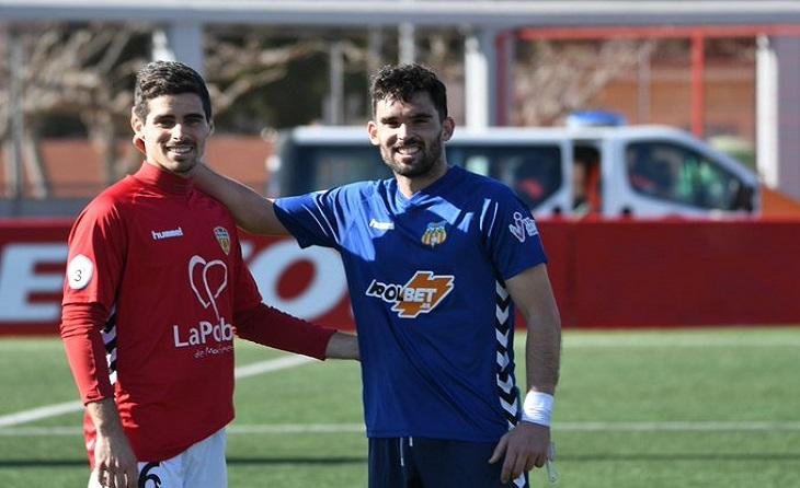 Una imatge entreñable amb el seu primer germà, Victor Oribe, futbolista del Vilafranca // FOTO: J.O.