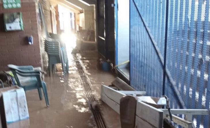 Vestuaris inundats totalment, irrecuperables, plens de fang i amb tot el material destrossat // FOTO: @merceroyoadell