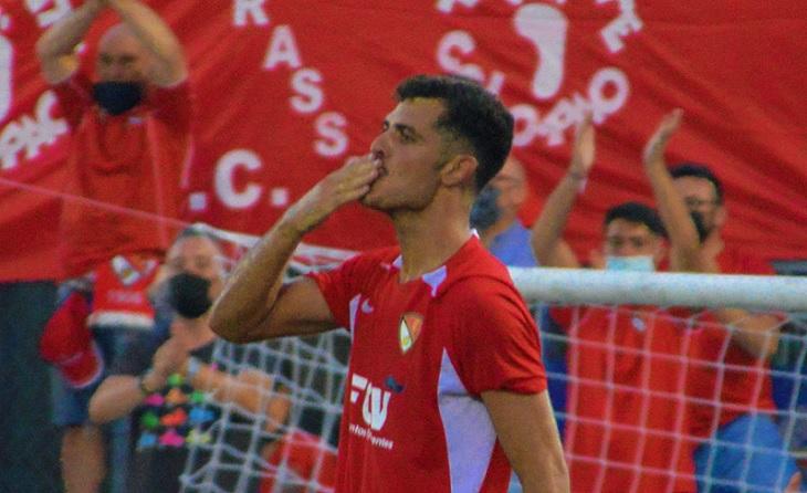 El canari Aythami ha arribat amb el gol a les seves cames per a alegria de l'equip egarenc // FOTO: Terrassa FC