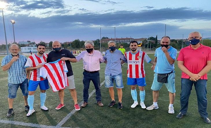 L'entitat baixllobregatina va homenatjar a Víctor després de 20 anys defensant la seva samarreta // FOTO: CF Martorell