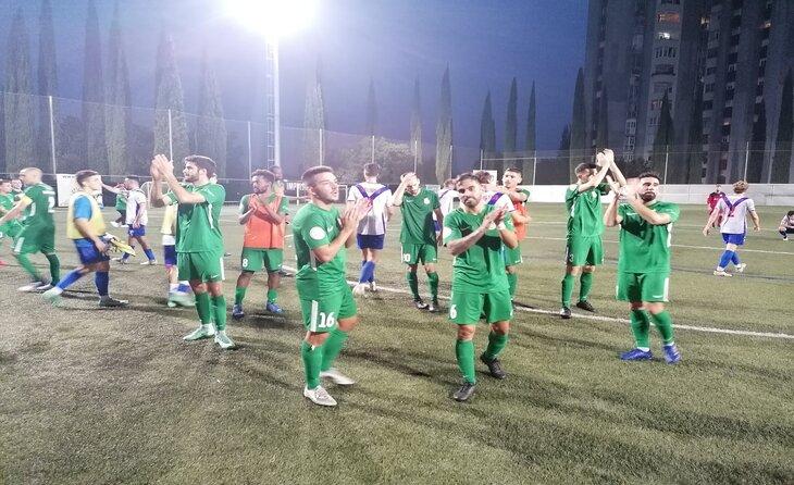 Els futbolistes del Cerdanyola van agrair el suport a la seva afició a Fontetes // FOTO: Cerdanyola FC